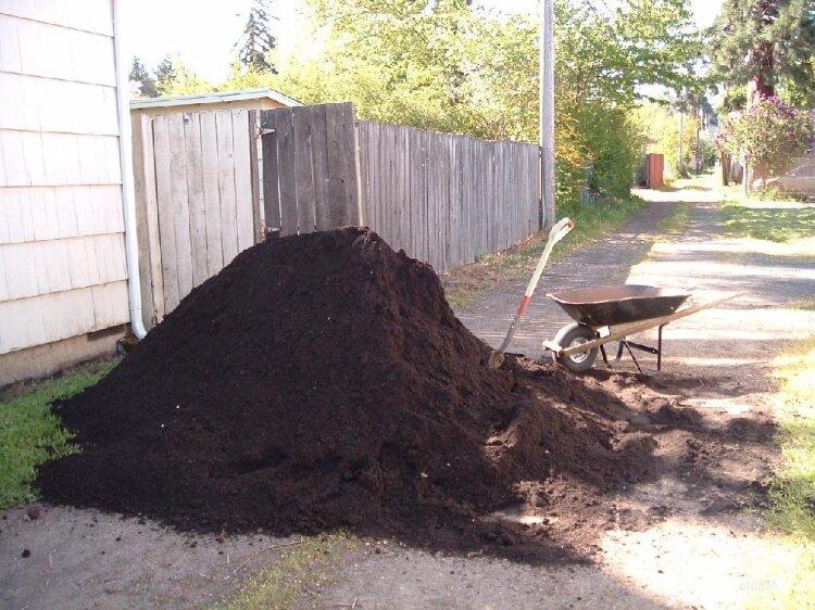 Как на дачном участке из каменной земли, мы сделали словно пух, мягкую и рыхлую землю