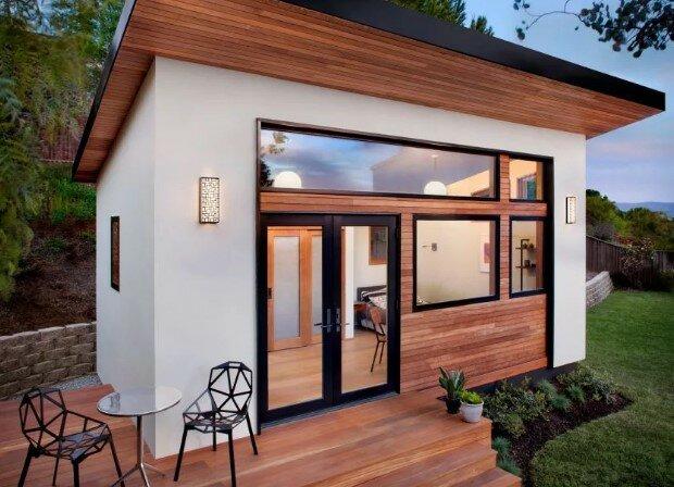 Стоит ли строить гостевой домик на участке?