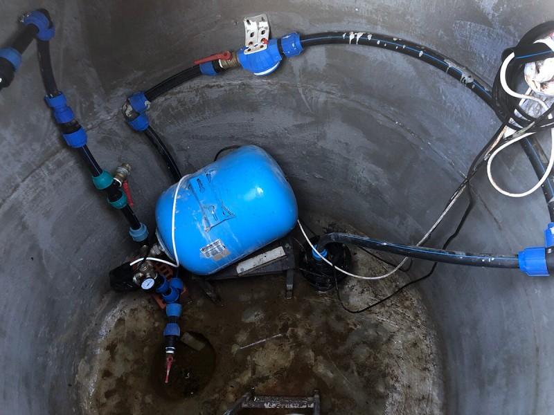 Скважина и накопительные баки для воды на вашем участке – обеспечение водой для полива сада-огорода