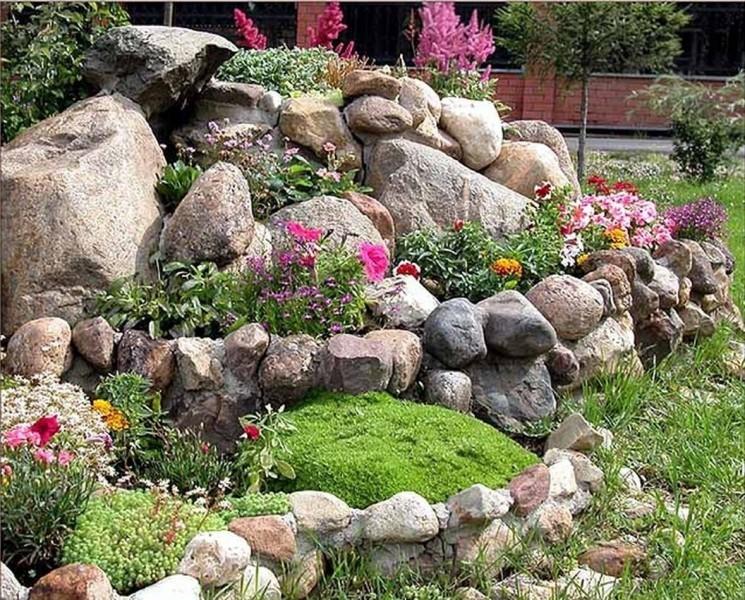 Как сделать красивую клумбу из камней на дачном участке