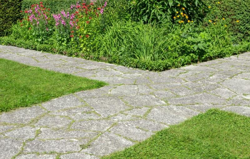 Садовые дорожки своими руками на даче дешево и красиво: из чего сделать