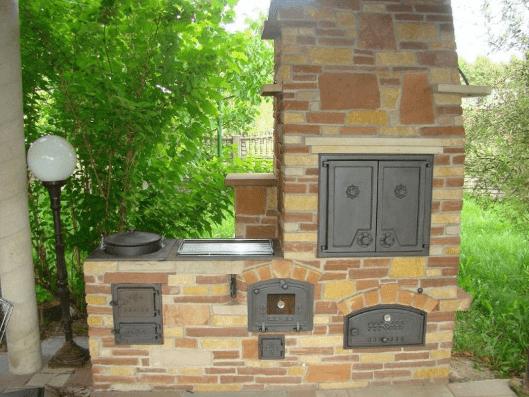 Уличный камин на придомовом участке: варианты и особенности постройки