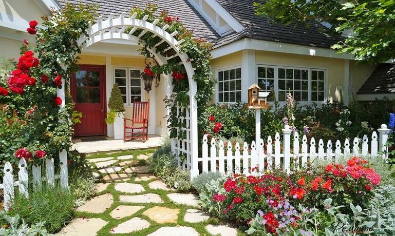 Выбираем материал для мощения садовой дорожки