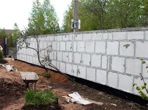 Строим ограду для дачи своими руками. Виды оград.