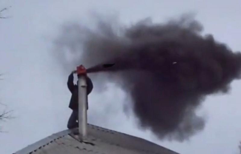 Как легко очистить дымоход народными средствами.