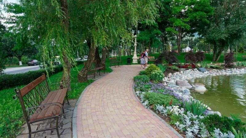 Оазис между двух дорог - Андреевский парк города Геленджик